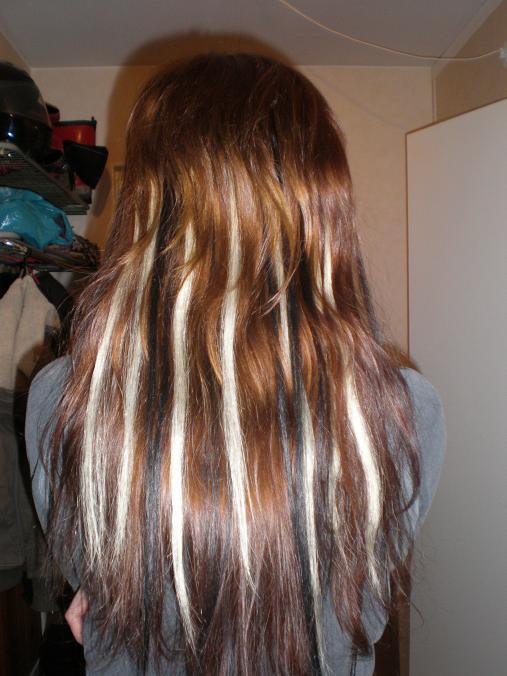 göra slingor i mörkt hår